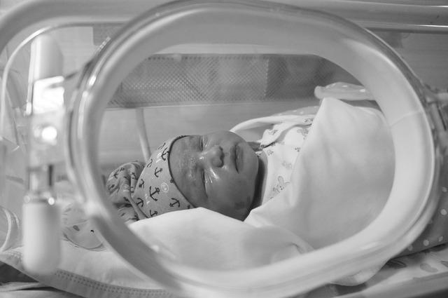 miminko v inkubátoru