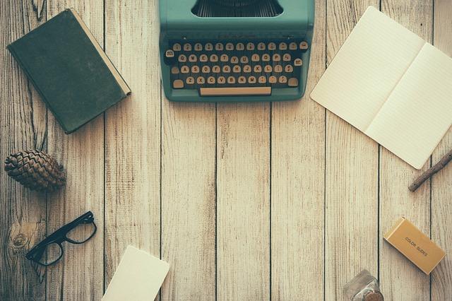 starý stroj na psaní
