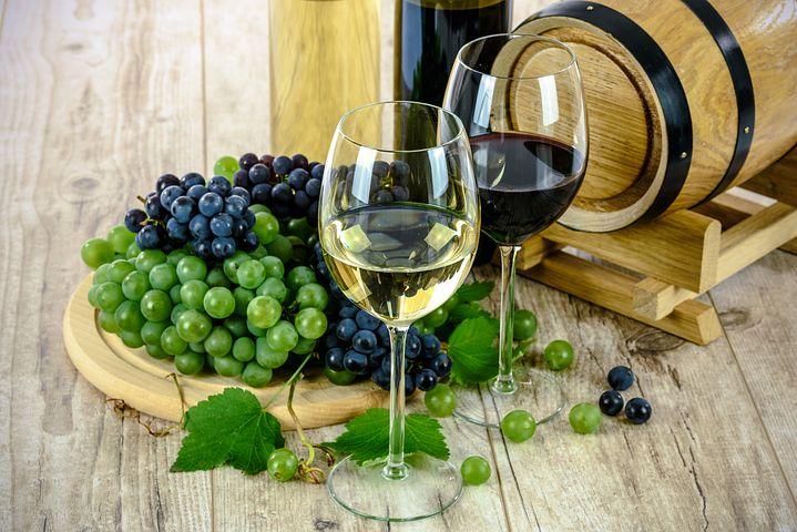 víno ve sklenicích - kopie